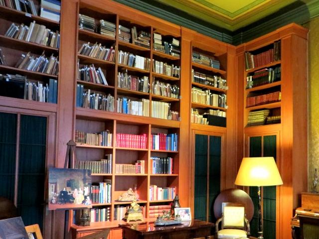 本棚の本を断捨離した方法~ビフォー&アフターの写真も公開